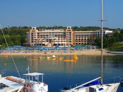 Djuni Royal Resort Marina Beach